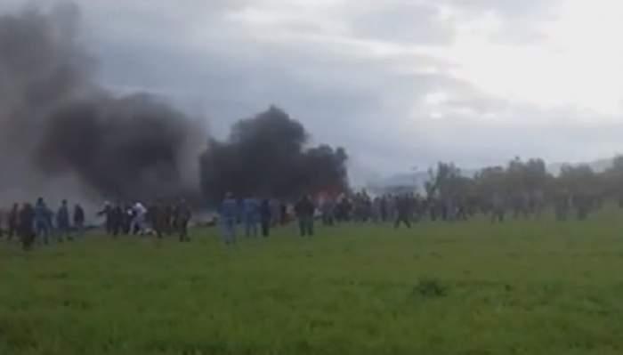 Cel puțin 200 de oameni au murit, după ce un avion s-a prăbușit