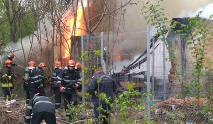 FOTO / Incendiu puternic în Bucureşti! Mai mulţi pompieri se luptă cu flăcările