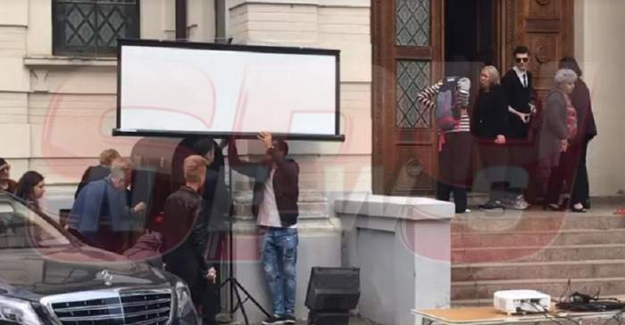 VIDEO / Videoproiector montat în faţa capelei unde este depus trupul neînsufleţit al Ionelei Prodan! Vor fi difuzate imagini şi melodiile regretatei artiste