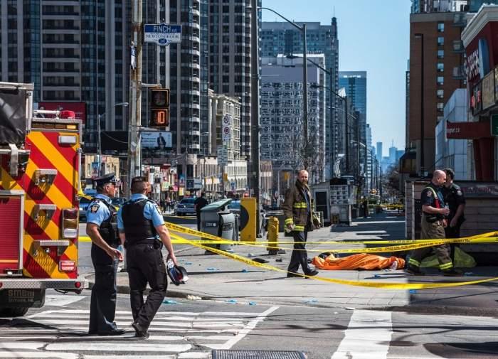 Bilanţul atacului din Toronto!  Zece oameni au murit, iar alți 15 au fost răniți, după ce o camionetă a intrat într-un grup de pietoni