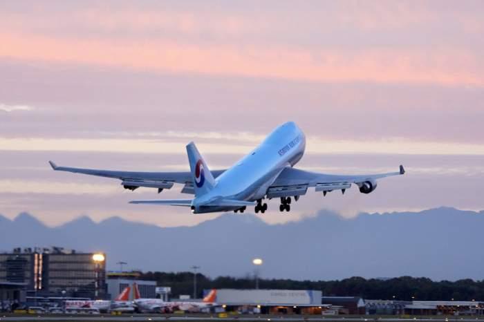 Alertă pe Otopeni. Un avion s-a reîntors pe pistă după ce un geam s-a fisurat în timpul zborului