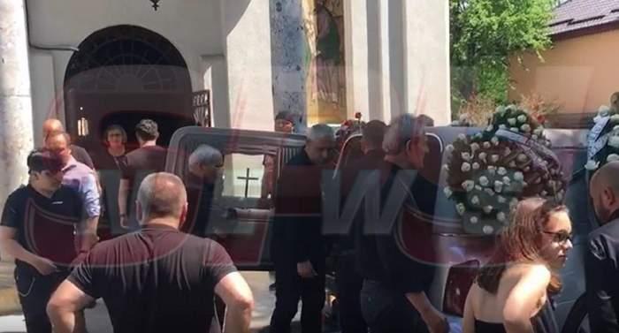 Mesajul scris pe coroana fiului său de Nelu Ploieşteanu! Oamenii au izbucnit în lacrimi