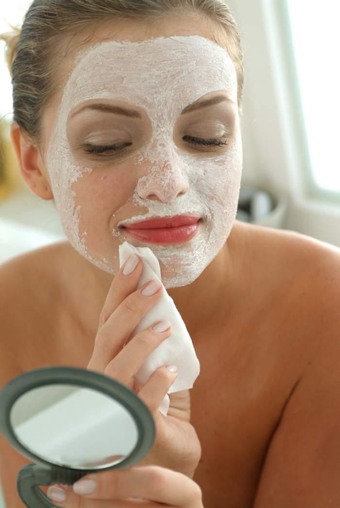 Masca de faţă care te scapă de acnee şi de punctele negre! Face minuni pentru frumuseţea ta