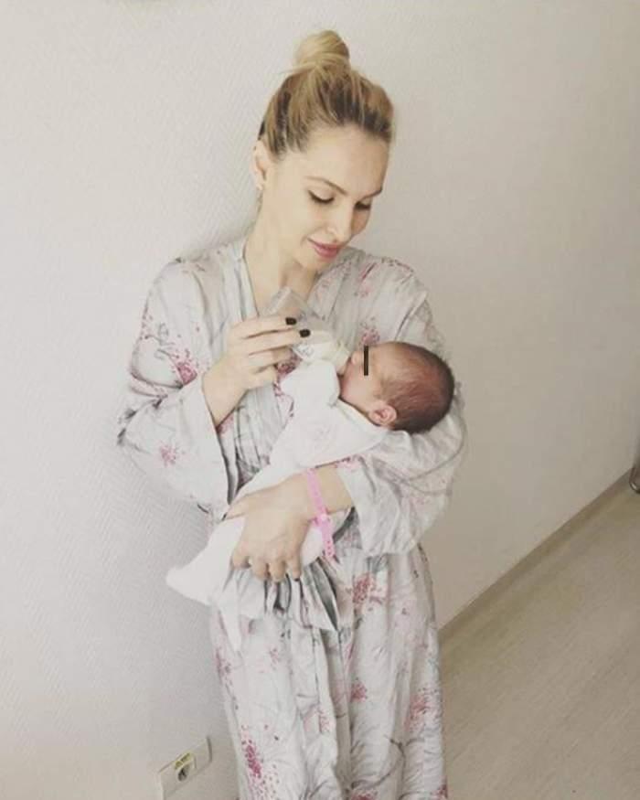FOTO / Ce familie reuşită! Andreea Spătaru, imagine de colecţie cu soţul şi micuţul nou-născut