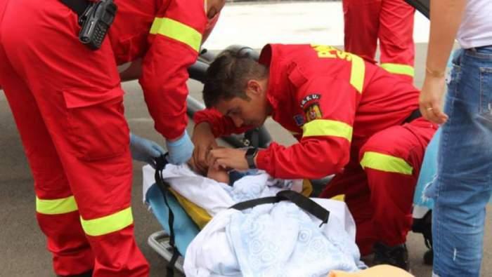 Fetiță de 4 ani, spulberată de o șoferiță, pe o stradă din Roman. Copila e în stare gravă