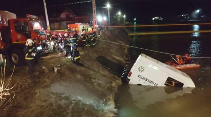 """Noi detalii despre accidentul cu """"microbuzul morții"""" din Neamț, în care au murit 9 oameni. De ce s-ar fi produs tragedia"""