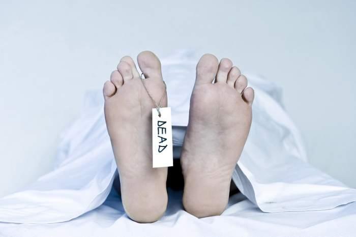 O femeie a murit după ce a fost îmbălsămată de vie de către medici, din cauza unei erori medicale. Cum a fost posibil