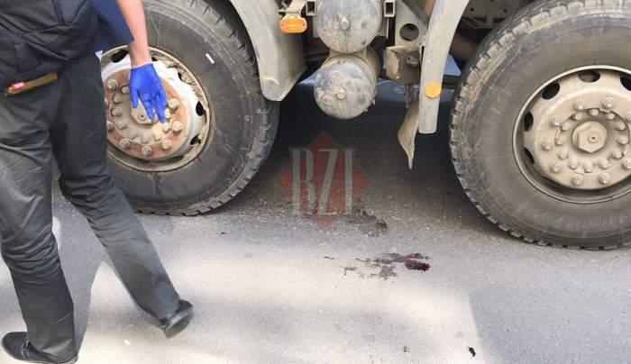 FOTO / Femeie zdrobită de un camion într-un cartier din Iaşi! A murit la scurt timp
