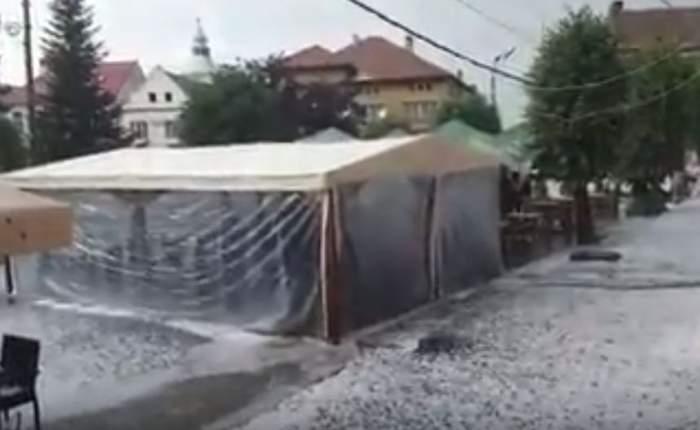 VIDEO & FOTO / Râuri de gheaţă în Făgăraş, după o ploaie cu grindină ca în filmele de groază