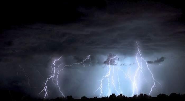 Prăpăd până vineri! Avertizări de inundaţii şi furtuni, în mai mult de jumătate din ţară