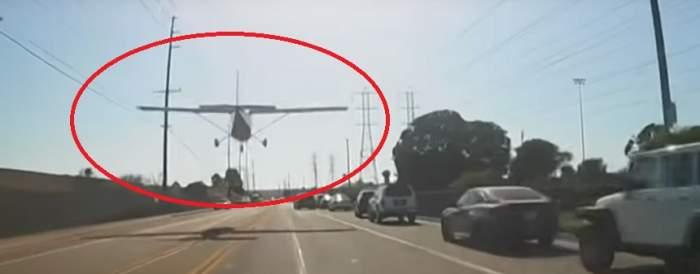 VIDEO / Incident aviatic neobișnuit! Un avion a aterizat de urgență pe stradă, printre zeci de mașini
