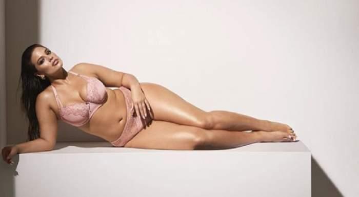 FOTO / Modelul plus-size a pozat din nou în lenjerie intimă. Ashley Graham e mândră tare de formele ei atipice