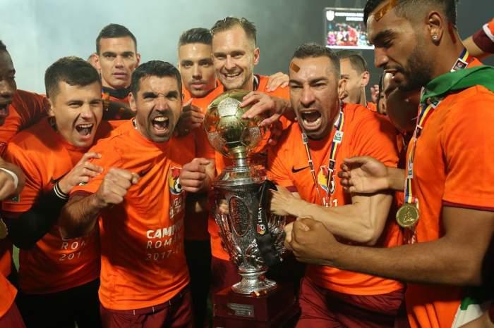 VIDEO PAPARAZZI / Petrecerea continuă pentru campionii de la CFR Cluj! Un star al ardelenilor a stropit succesul obţinut în Liga I cu alcool