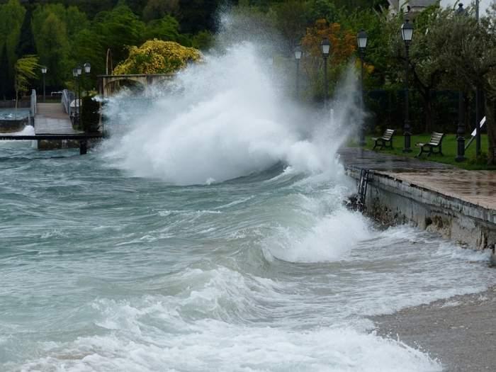 Veste proastă de la meteorologi! Codul portocaliu de inundații rămâne în vigoare, în mai multe județe