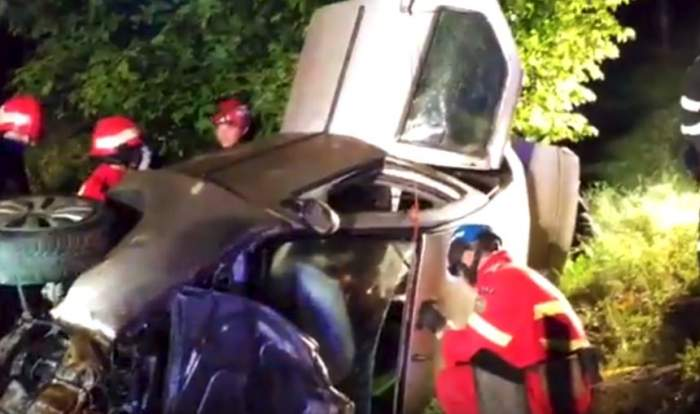 VIDEO / Dezastru pe o şosea din Mureş. Trei victime, după ce maşina în care se aflau s-a izbit de un copac