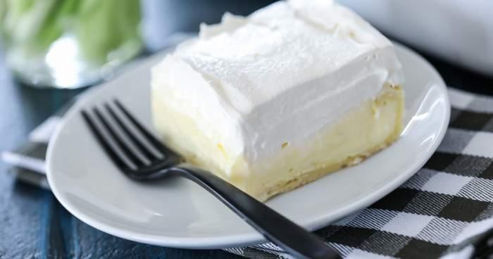 REȚETA ZILEI: Prăjitură cu vanilie și frișcă. Ușoară ca un nor!