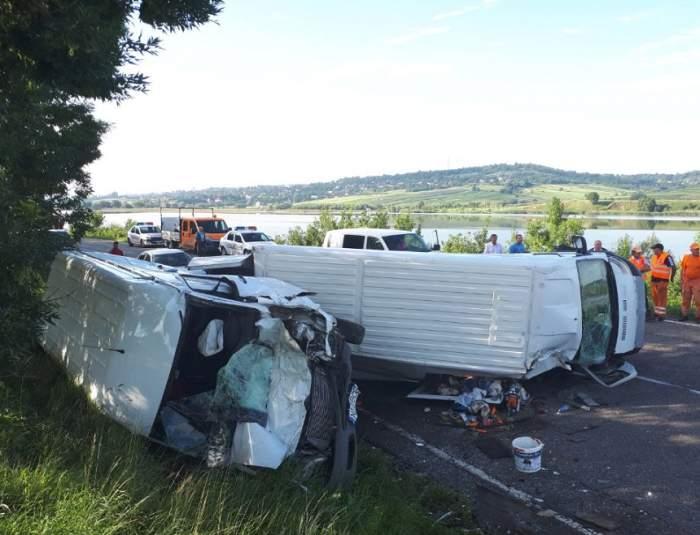 Accident grav în Fălticeni! Un autoturism şi trei microbuze s-au ciocnit