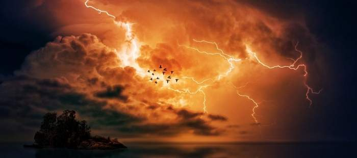 UPDATE / Furtuni și ploi torențiale în România! ANM lansează cod portocaliu de vreme rea