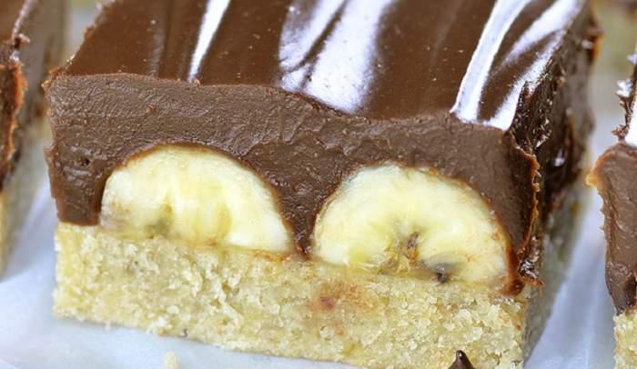 REŢETA ZILEI: Prăjitură cu banane şi glazură de ciocolată