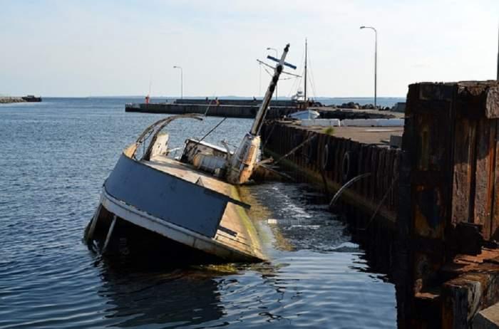 Tragedie în larg, după ce o navă turistică s-a scufundat. Sunt cel puțin 49 de persoane dispărute