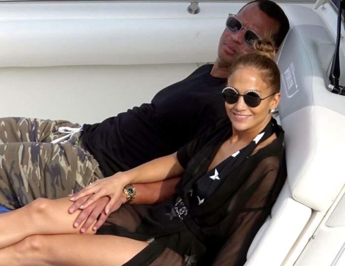 FOTO / Jennifer Lopez şi Alex Rodriguez, vacanţă de cinci stele în Capri. Cum se distrează cei doi departe de ochii curioşilor