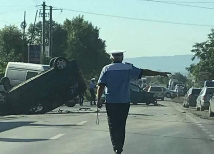 Accident grav în Suceava, după ce trei maşini s-au ciocnit! Sunt patru victime