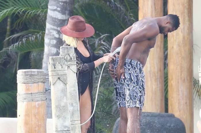 FOTO / Iubirea nu ține cont de nimic! O vedetă și-a spălat iubitul cu dușul în slip, în văzut tuturor