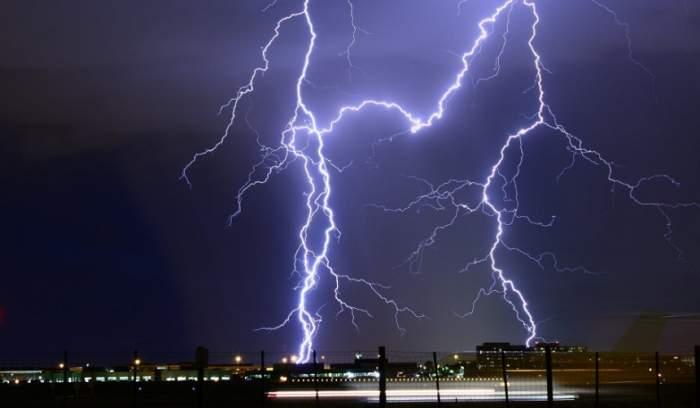UPDATE: Atenţionare meteo până duminică seara! Ploi, vijelii şi grindină în mai multe zone din ţară