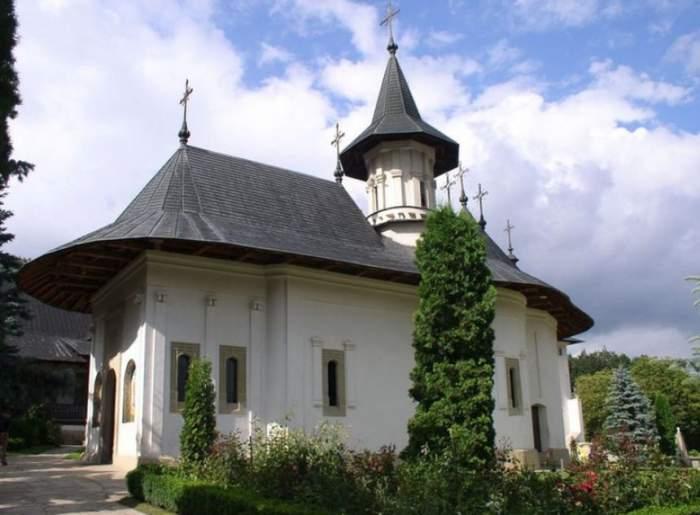 Descoperire terifiantă lângă Mănăstirea Sihăstria. Un tânăr de 30 de ani a fost găsit mort