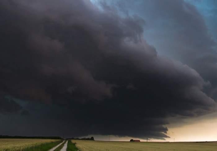 UPDATE: Cod galben de vreme rea! Sunt anunţate vijelii în mai multe zone din ţară