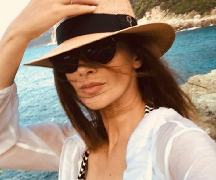 FOTO / Andreea Berecleanu, așa cum nu ai mai văzut-o! Știrista a renunțat la orice strop de machiaj în vacanța din Grecia
