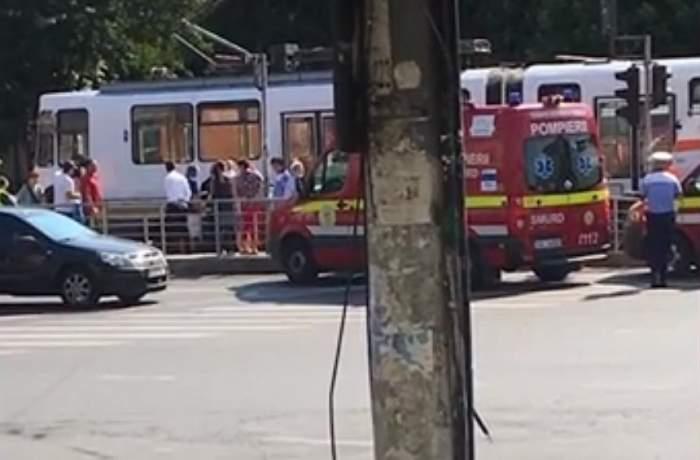 Incident grav în Capitală! O femeie s-a ales cu piciorul tăiat, după ce a fost lovită de tramvai