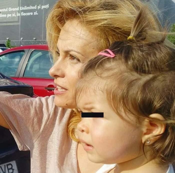VIDEO / Fetiţa Simonei Gherghe a făcut cunoştinţă cu prima julitură. Cum a reacţionat micuţa după ce s-a accidentat