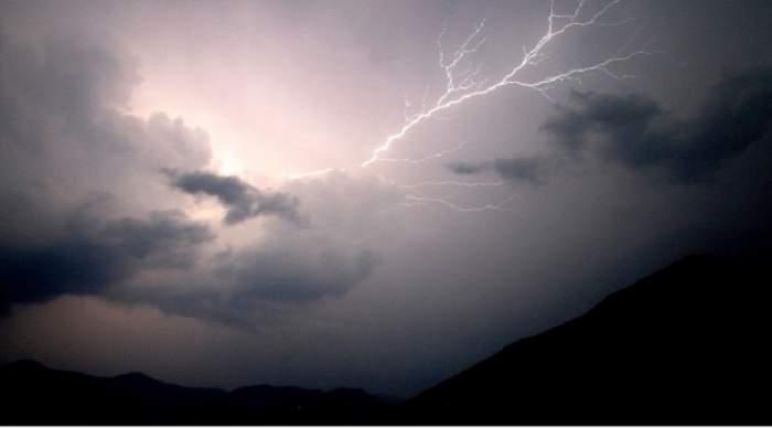 UPDATE: Avertizări meteo de ultimă oră! România, sub cod portocaliu şi galben de furtuni violente