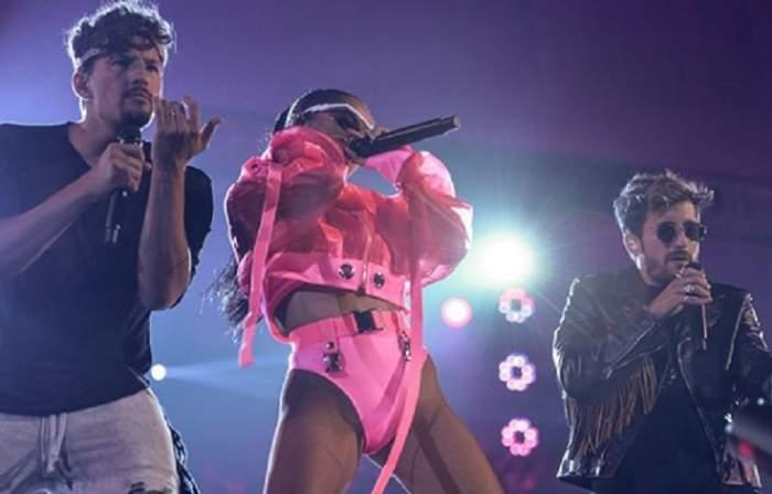 FOTO / O celebră cântăreață a făcut ravagii când a urcat pe scenă! S-a afișat într-o pereche de bikini sexy, iar fanii au fost în delir