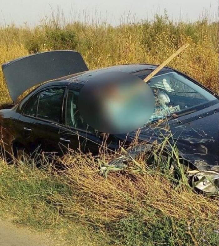 FOTO / Accident cumplit în Olt! Un bărbat a fost făcut bucăți în urma unui impact dintre căruța în care se afla și un autoturism