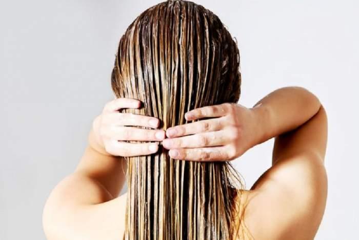 Cel mai bun tratament pentru păr degradat! Prepară-l acasă cu un ingredient la care nu te aștepți!