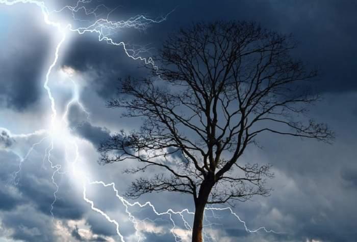 UPDATE / Furtuni şi descărcări electrice! Anunţul de ultimă oră făcut de meteorologi!