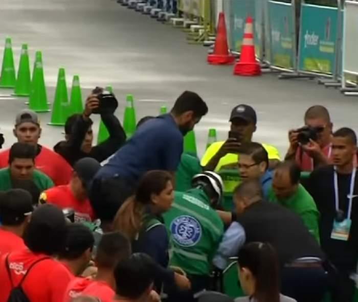 VIDEO / Întâmplări şocante în timpul unei curse din atletism! Un sportiv a fost lovit de o maşină, iar altul a făcut infarct şi a murit!