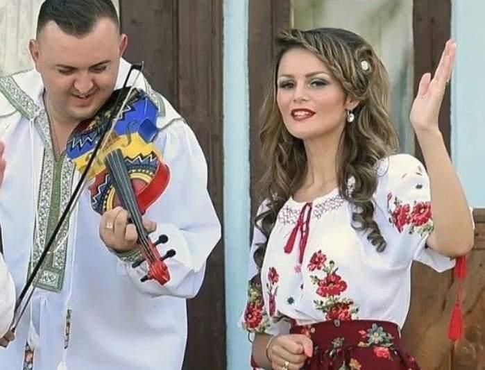 FOTO / Vasilică Ceteraşu şi soţia, naşi de botez. Cât de sexy a fost Amalia la petrecere