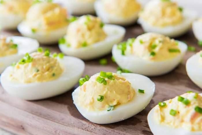REŢETA ZILEI: Ouă umplute cu cremă de somon afumat