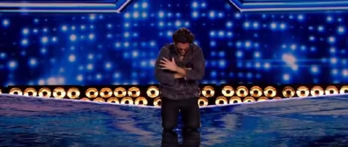 """VIDEO / Cezar Ouatu, în genunchi pe scenă! Cum s-a descurcat în a doua etapă """"X Factor"""" din Marea Britanie"""
