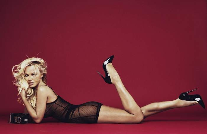 Minunea a durat 1 an! Pamela Anderson i-a dat papucii fotbalistului Adil Rami! Ce a făcut cu inelul de logodnă