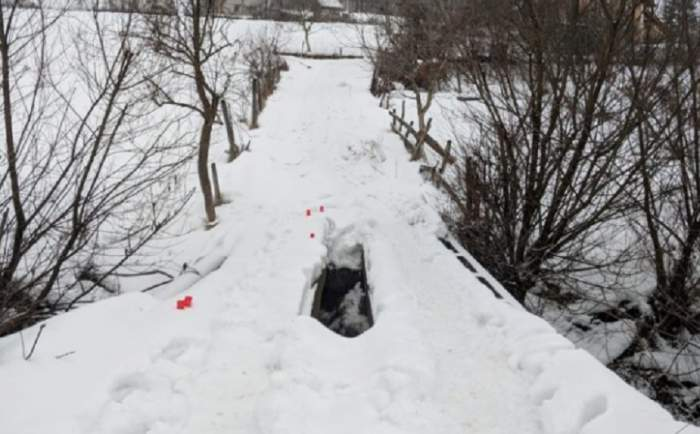 Descoperire șocantă în Bistrița! Cadavrul unei femei, găsit pe maginea unui pârâu