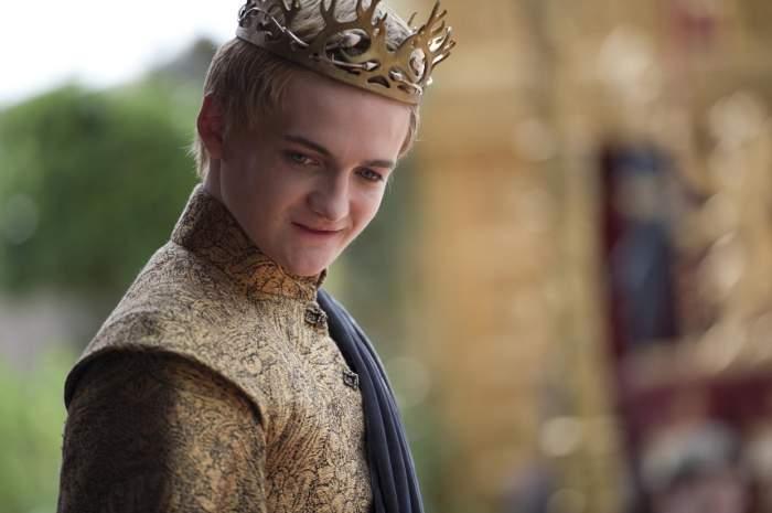 """Îl mai ții minte pe Joffrey, """"nesuferitul"""" din Game of Thrones? Cum arată actorul în prezent, la 5 ani de la filmări"""