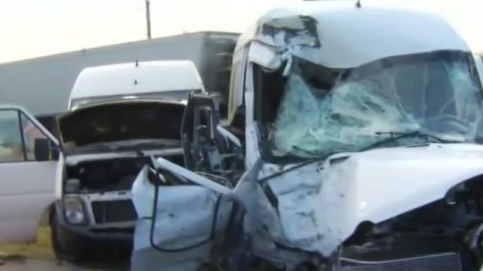 9 victime în urma unui accident grav pe DN7! Un microbuz a intrat într-un cap de pod
