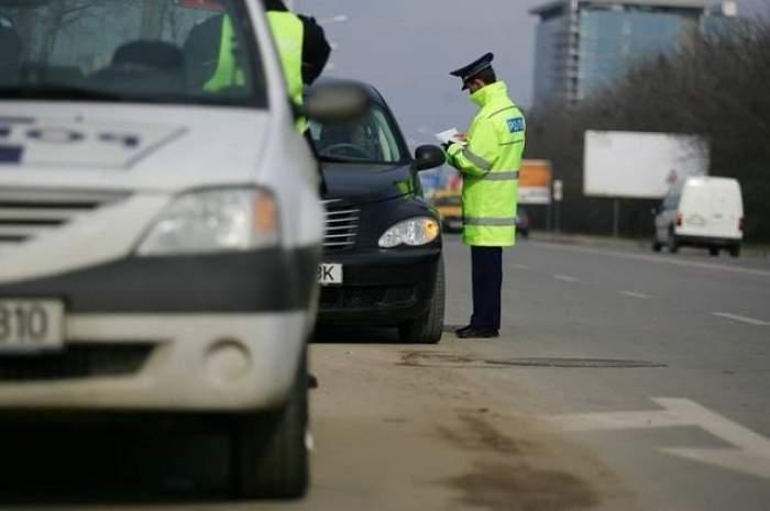 Atenţie, şoferi! Noul cod rutier intră în vigoare mâine. Ce riscaţi dacă folosiţi telefonul la volan