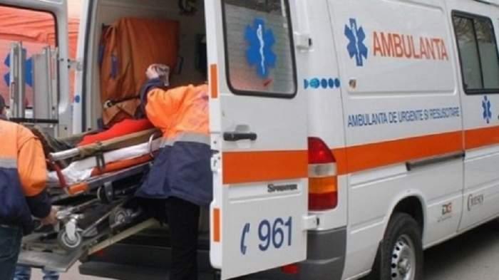 Accident grav, sâmbătă seara, aproape de Petroșani. Un tânăr a căzut cu mașina într-o prăpastie