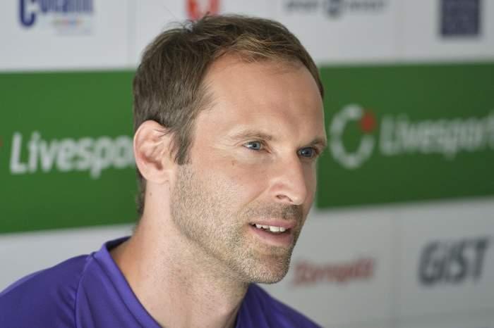 VIDEO / Petr Cech a debutat în hocheiul profesionist! Imagini de senzaţie cu fostul portar de la Chelsea şi Arsenal
