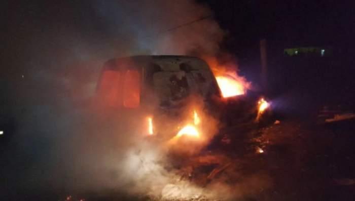 Grav incendiu pe o șosea din Slatina. Un autoturism a fost cuprins de flăcări